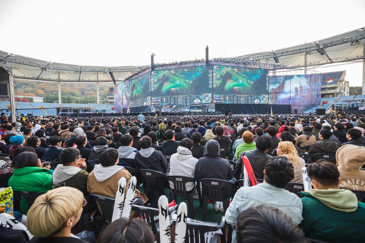 Tem Na Web - Prática proibida no LoL, elojob pode causar prisão na Coreia do Sul