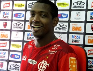 Renato fica mais perto da renovação, e Fla ainda aguarda Léo Moura
