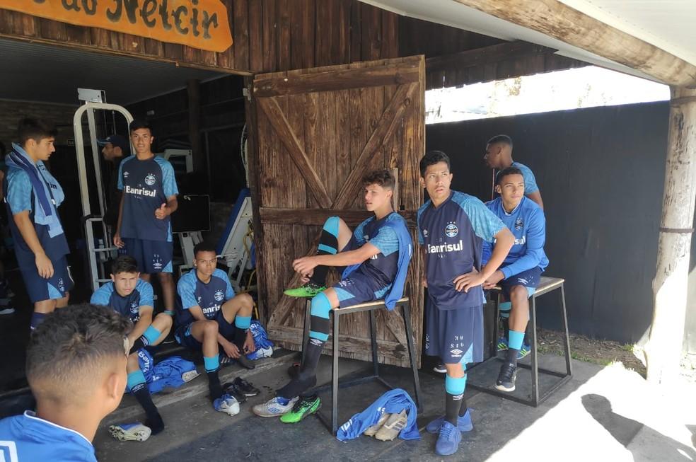 Atletas na atual academia do CT Hélio Dourado — Foto: Julio Cesar Santos