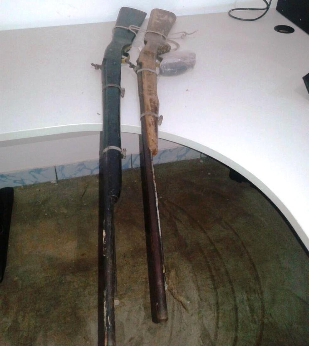 Armas foram encontradas na casa do suspeito  (Foto: PM/Divulgação)