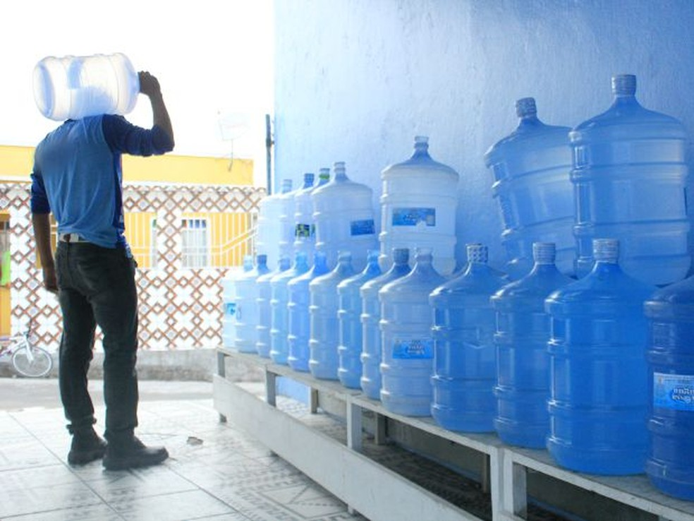 Lei define cor do garrafão para ajudar consumidor na identificação ...