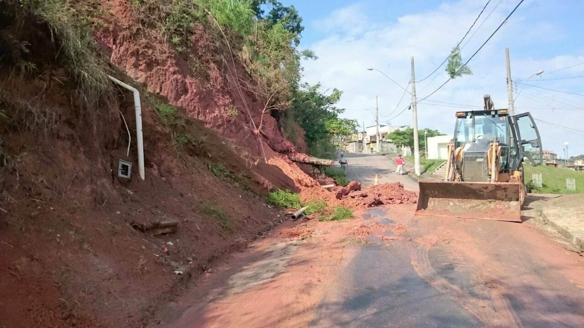 Defesa Civil registra deslizamento de barranco em Juiz de Fora