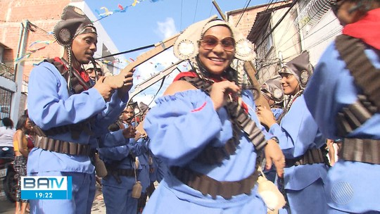 Tradicional festa dos cangaceiros anima Lauro de Freitas