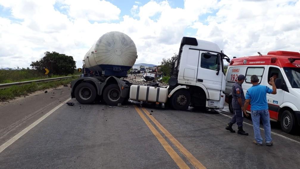 Acidente aconteceu neste domingo (18) — Foto: Divulgação/PRF