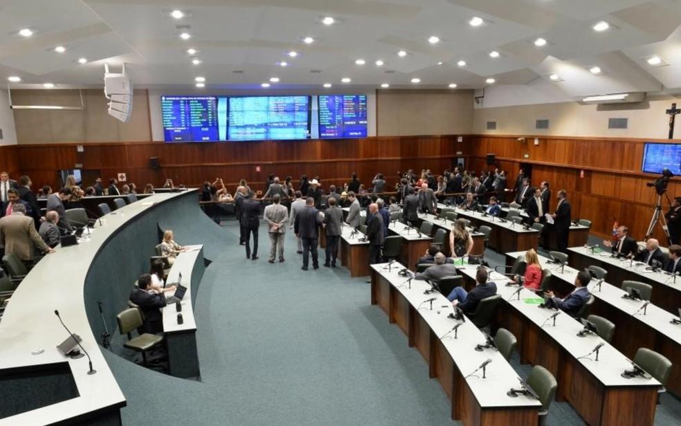 Assembleia Legislativa aprova PEC da Educação que destina receita menor à UEG — Foto: Marcos Kennedy/Alego