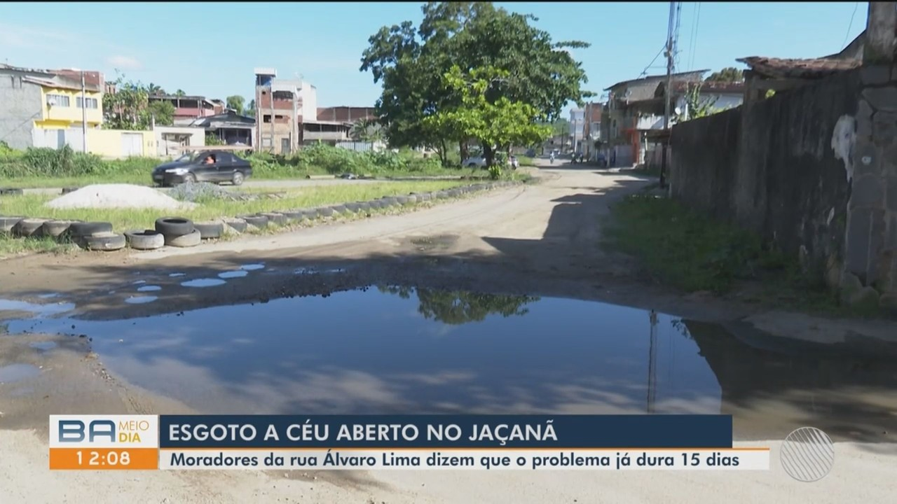 Moradores de comunidade em Itabuna sofrem com problema de esgoto a céu aberto