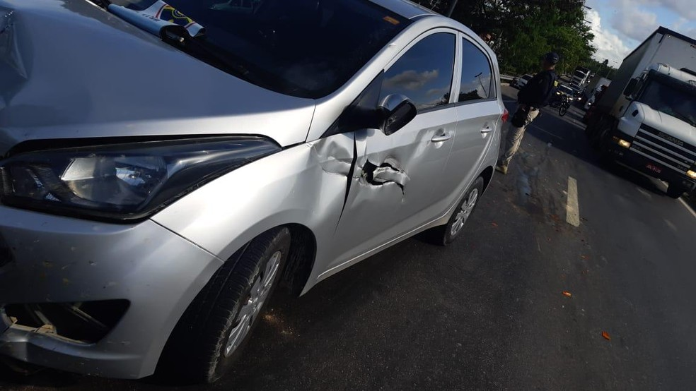 Homem morto pela polícia roubou carro no Recife, segundo PM — Foto: Reprodução/WhatsApp