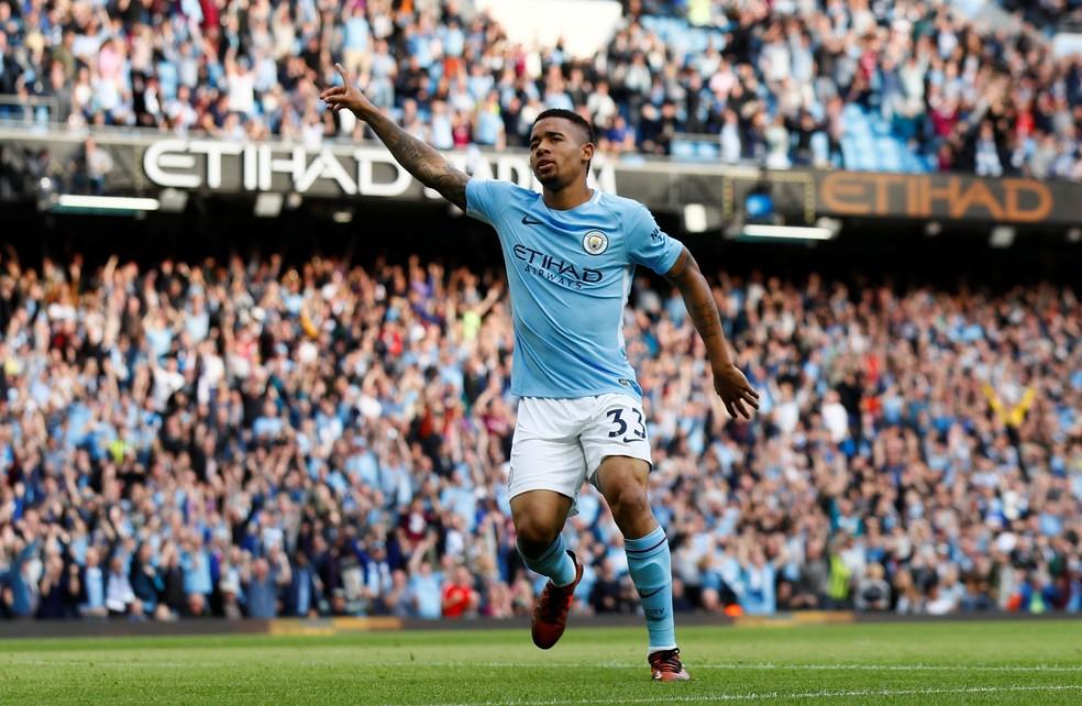 Gabriel Jesus comemora gols pelo Manchester CIty contra o Stoke City (Foto: Jason Cairnduff/Reuters)