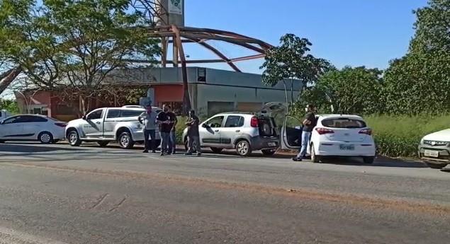 Sem velório, corpo de presidente da Fapemat que morreu com suspeita de Covid é sepultado em Cáceres (MT) após cortejo