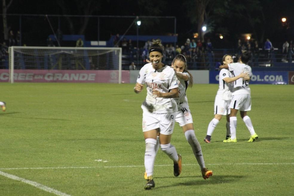 Byanca Brasil marca para o Corinthians (Foto: Corinthians)