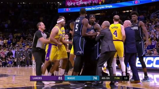 Com triplo-duplo de LeBron, Lakers batem Magic e emplacam a 5ª vitória seguida na NBA