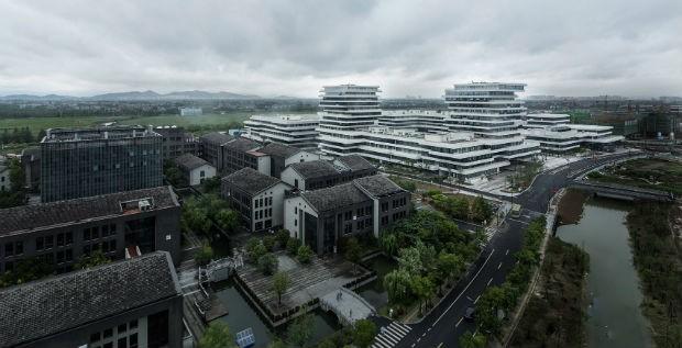 Complexo de univesidades tem prédios com andares escalonados (Foto: Divulgação / WSP Architects)