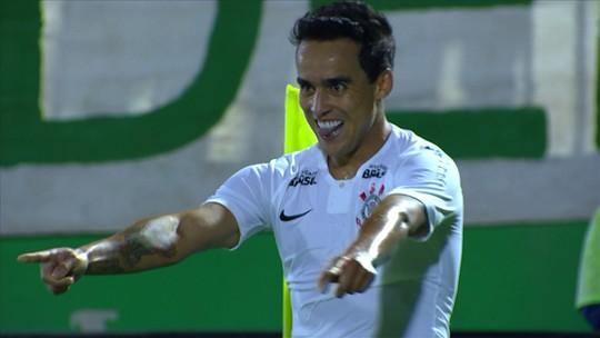 Jadson cobra falta direto e marca o gol da vitória do Corinthians; assista