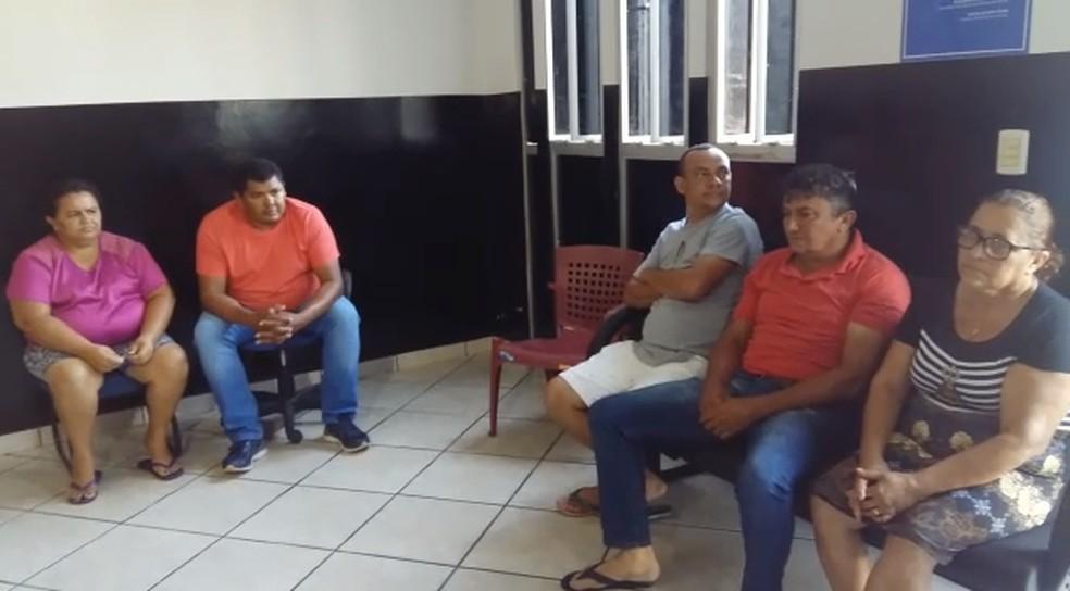 Vereadores estão detidos na delegacia de Augustinópolis — Foto: Reprodução/TV Anhanguera