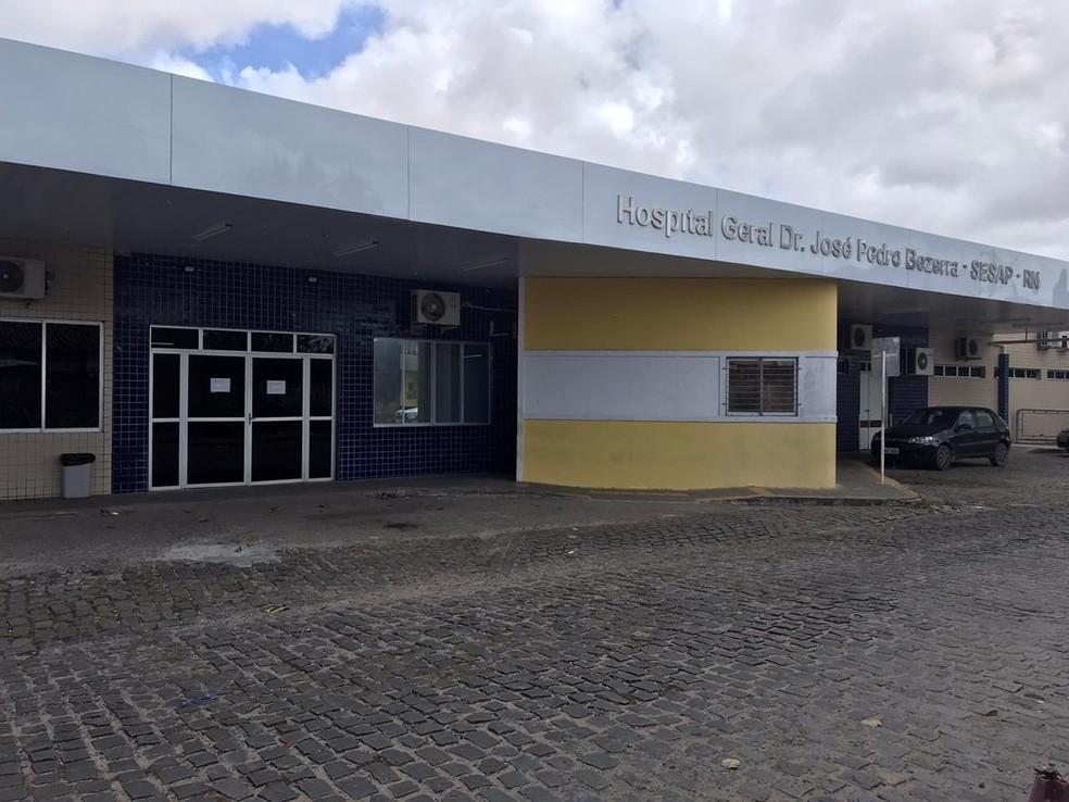 Menino foi socorrido e levado para o Hospital Santa Catarina — Foto: Kléber Teixeira/Inter TV Cabugi