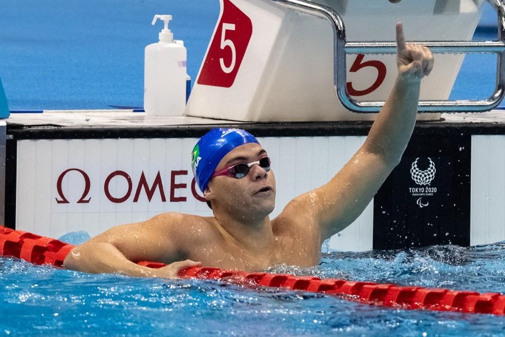 Gabriel Bandeira, ouro na natação das Paralimpíadas — Foto: Miriam Jeske/CPB