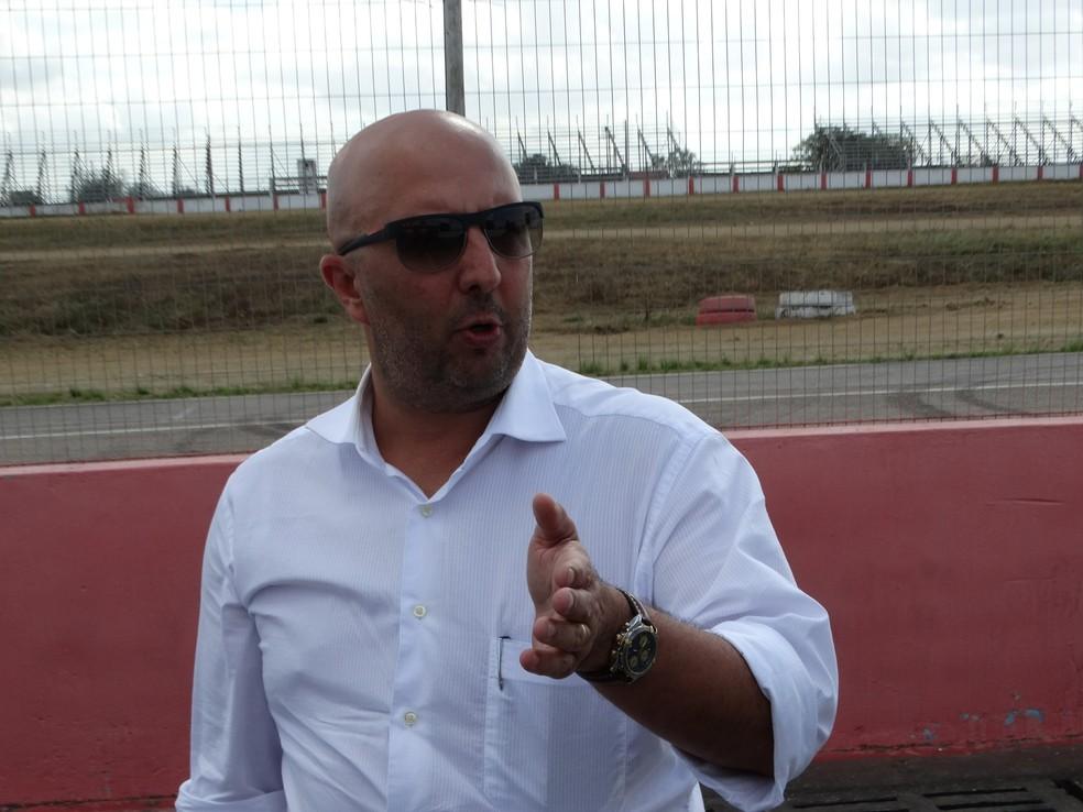 Waldner Bernardo, presidente da  CBA, fez o convite a Massa para assumir o posto brasileiro no Conselho Mundial da FIA (Foto: Vital Florêncio / GloboEsporte.com)