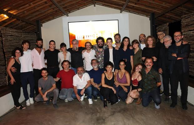Elenco, autores e diretores reunidos no lançamento de 'Onde Nascem os Fortes' (Foto: João Miguel Júnior/TV Globo)