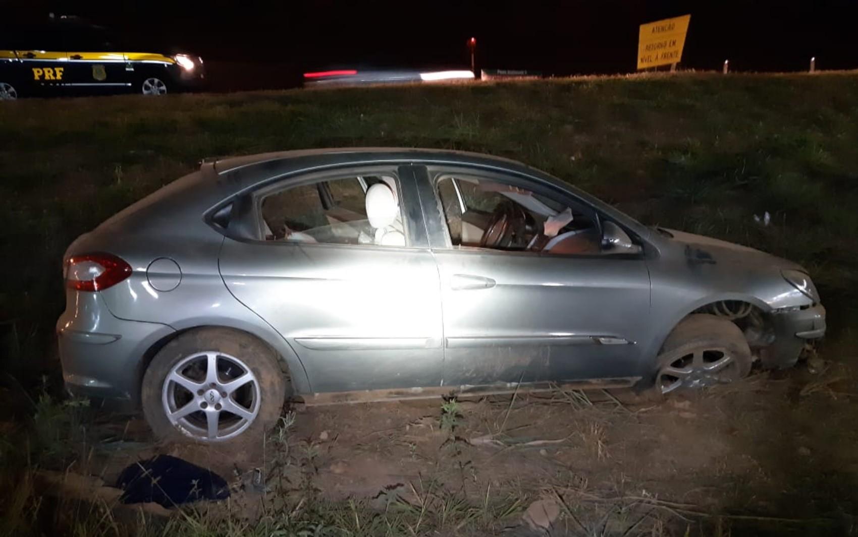 Motorista bêbado capota carro e é preso em Valparaíso de Goiás, diz PRF