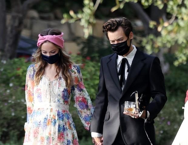 Harry Styles e Olivia Wilde são vistos de mãos dadas em casamento - Quem | QUEM News