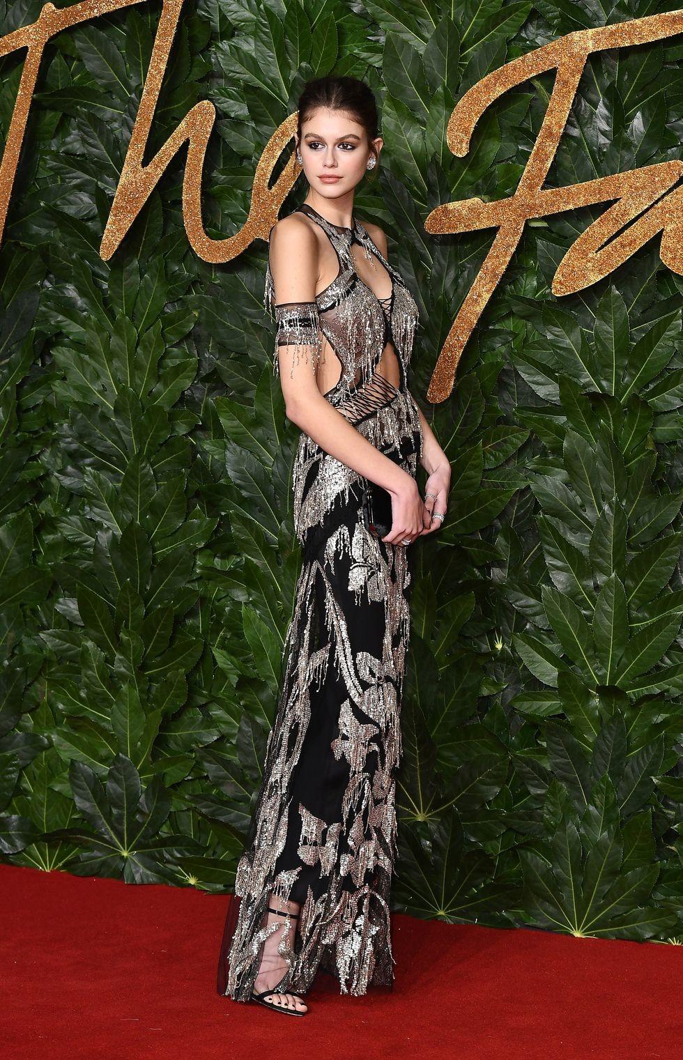Kaia Gerber usa joias de designer brasileira no Fashion Awards 2018