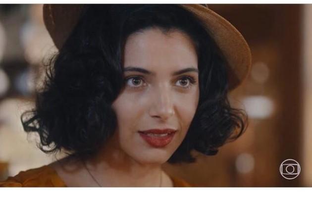 Rayssa Brattilieri elege cena de transformação de Soraia, que passou a ter estilo ousado após dicas da madrasta: 'Foi um momento de insegurança e vulnerabilidade da personagem' (Foto: Reprodução/Instagram)