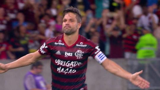 Barba, cabelo e bigode: Diego volta a fazer gol, a dar assistência e a jogar 90 minutos pelo Flamengo