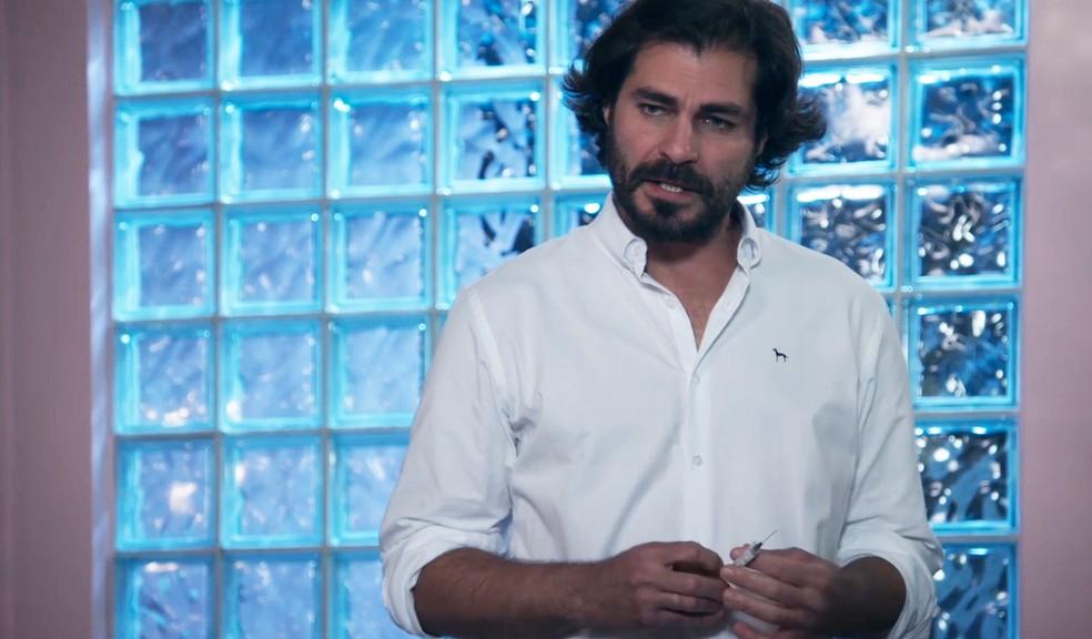 Thiago Lacerda em cena de 'Salve-se Quem Puder' — Foto: Globo