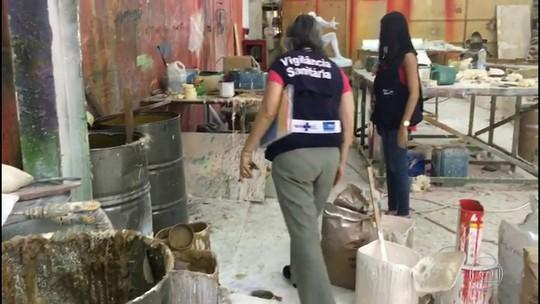 Vigilância Sanitária identifica irregularidades no barracão da São Clemente