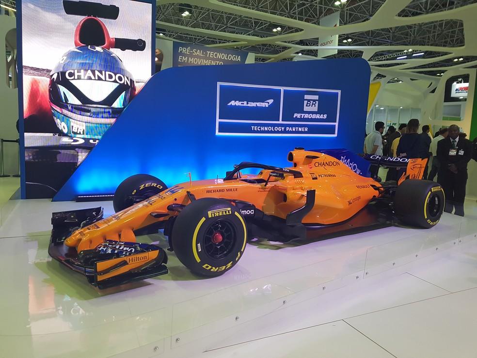 Réplica da McLaren em evento de petróleo e gás no Brasil — Foto: Pedro Lopes
