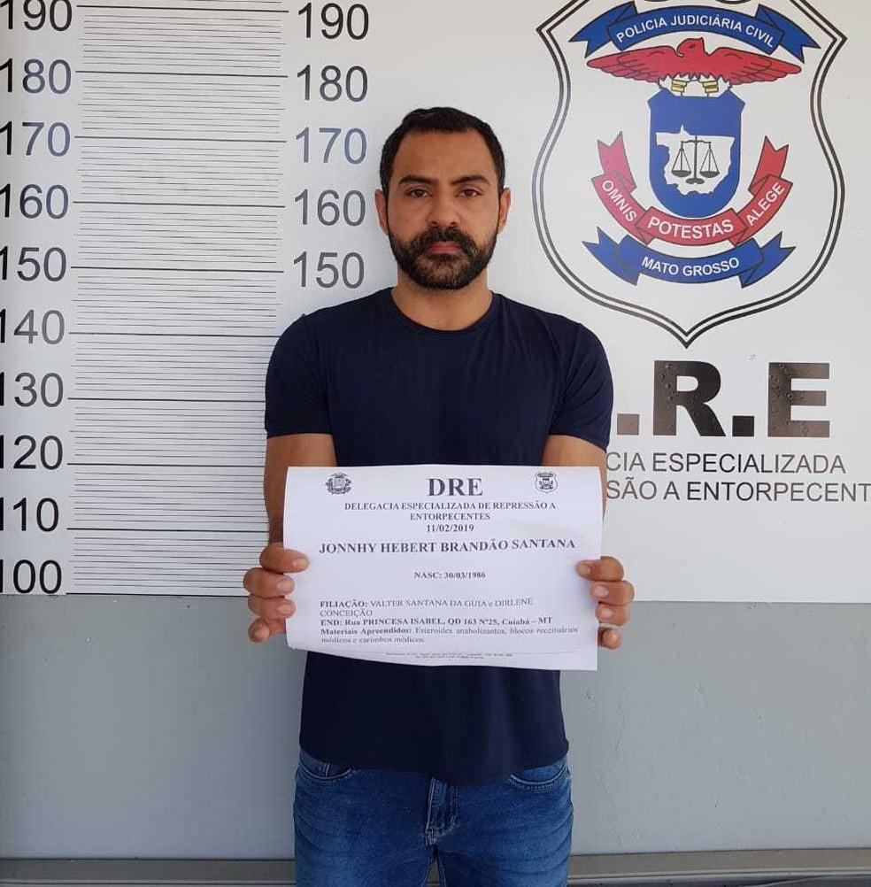 Jonnhy Herbert Brandao Santana, 32 anos, foi preso no Bairro Altos da Serra I. — Foto: Polícia Civil MT/Assessoria