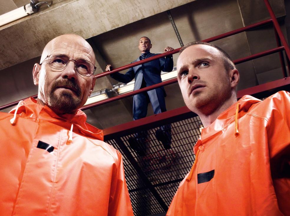 Brian Cranston, intérprete de Heisenberg, ao lado do ator Aaron Paul, na série Breaking Bad.  — Foto: Divulgação