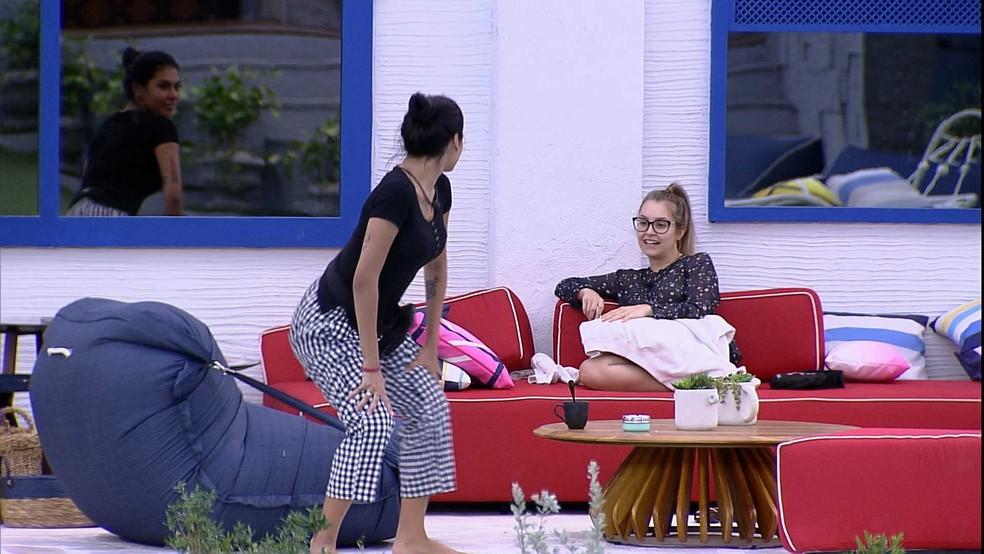 Pocah faz o quadradinho e comenta: 'Eu gosto mais de rebolar' — Foto: Globo