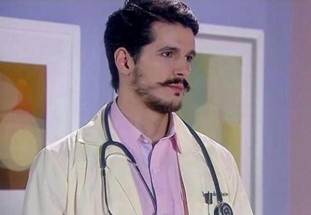 Bruno Lopes caracterizado como Dr. André em Carinha de Anjo (Foto: Divulgação/SBT)