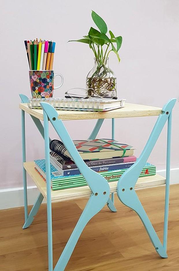 Especial feitos de cabide: Mesa de canto de dois andares (Foto: Pinterest/Reprodução)