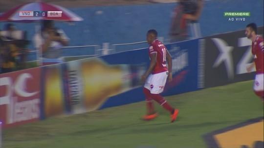 Alan Mineiro cobra pênalti no meio do gol e amplia no Serra Dourada