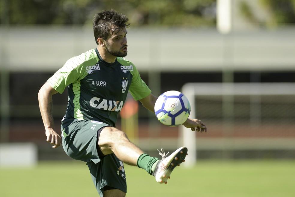 ... Norberto chega para disputar posição com Raul Prata — Foto  Mourão  Panda   América- a8056d6996def