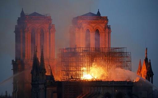 Promotor afirma que desastre na Catedral de Notre Dame pode ter sido causado pelo descarte de um cigarro