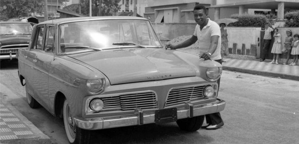 Pelé teve o primeiro modelo produzido do Aero Willys 2.600 (Foto: Divulgação)