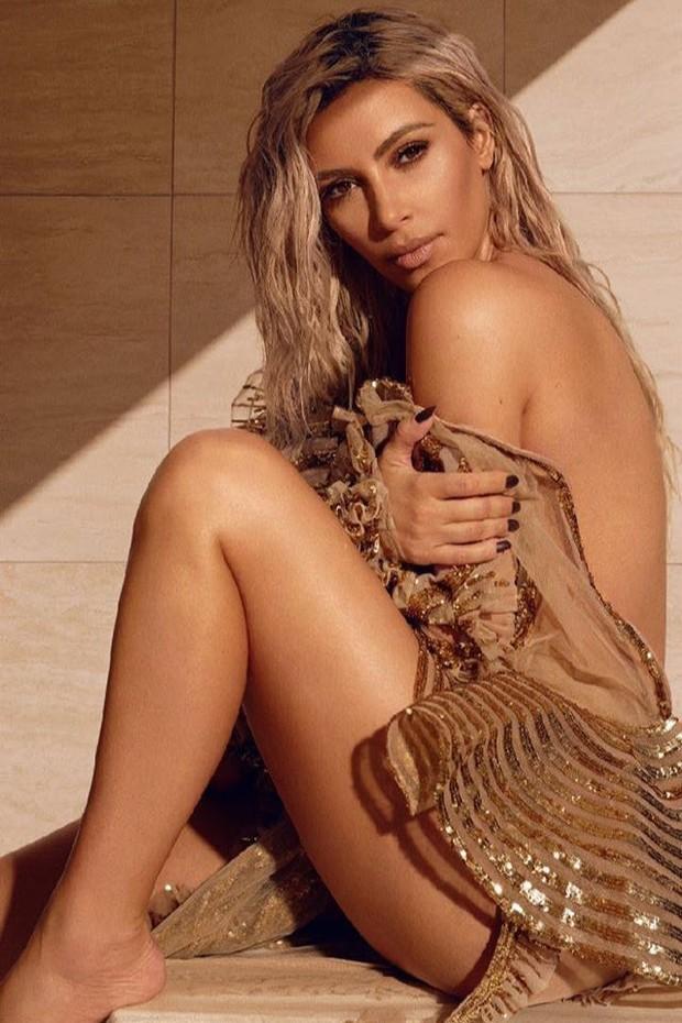 Kim Kardashian é capa e recheio da nova edição da Vogue India (Foto: Reprodução/Instagram)