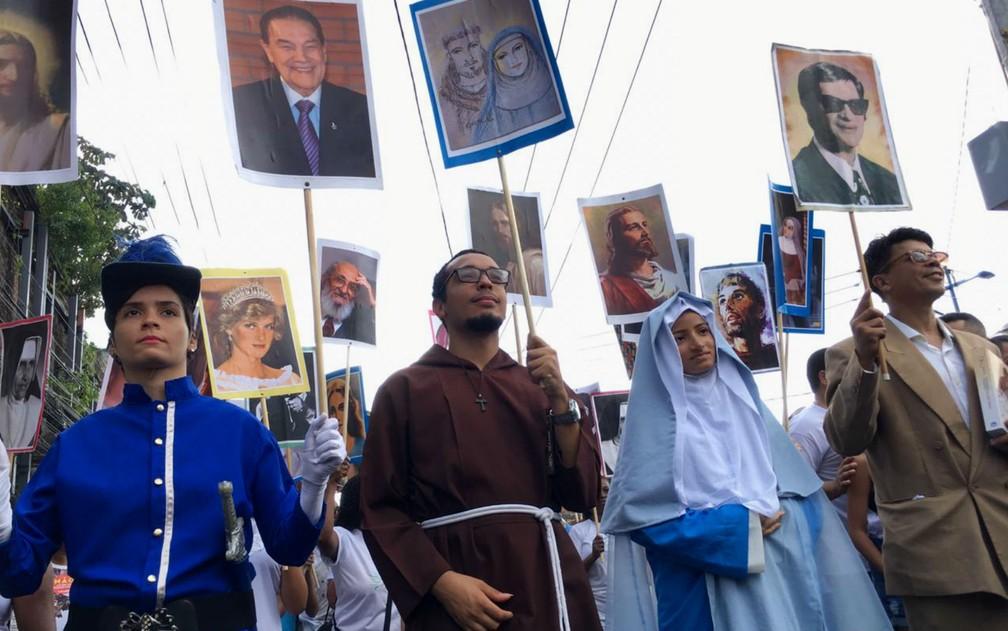 Público se caracterizou com alguns símbolos da Independência do Brasil na Bahia como Maria Quitéria e Joana Angélica, em Salvador — Foto: Alan Oliveira/G1