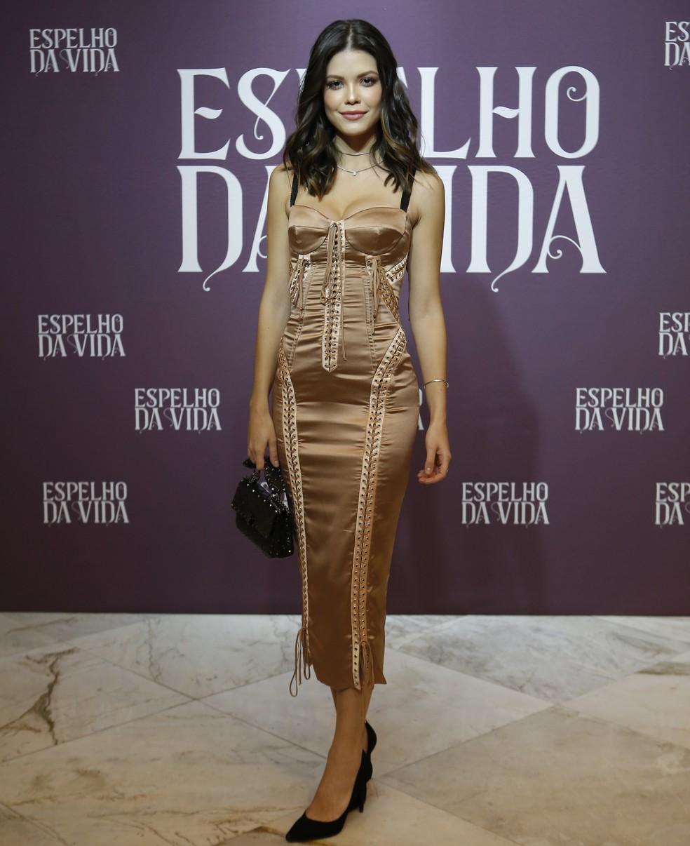 Aline Moraes Toda Nua confira os looks do elenco de 'espelho da vida' no evento de