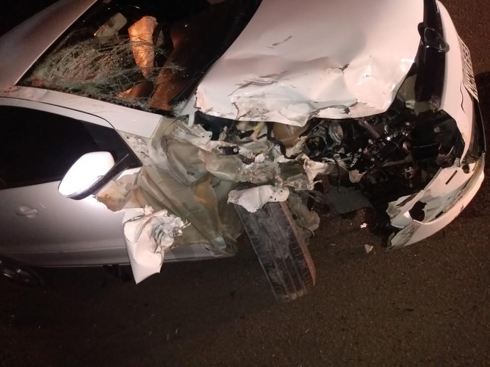 Motorista do carro ficou ferido no acidente em Arapiraca, Alagoas — Foto: Divulgação/BPRv
