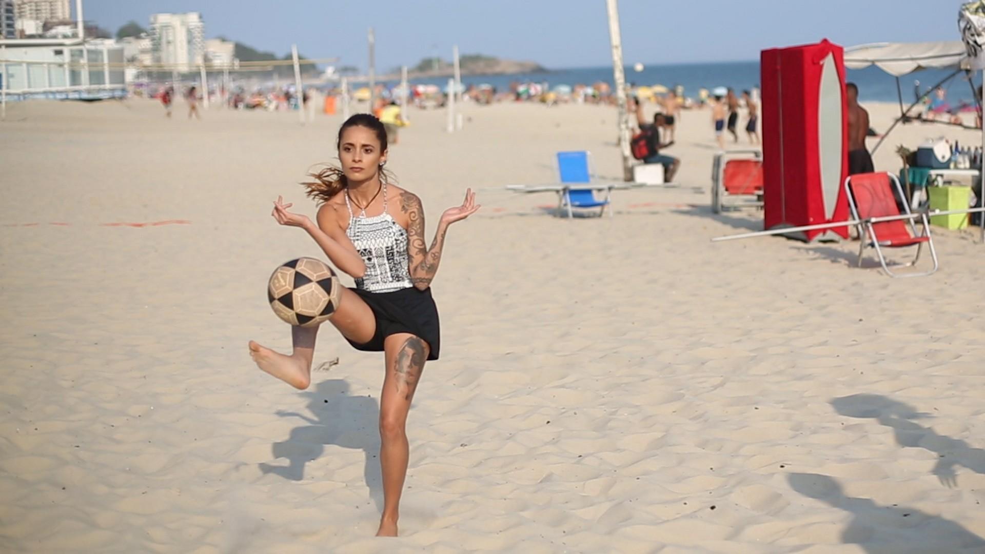 Layssa fez escolinha no Porto 9, em Ipanema, antes de se aventurar nas rodas de final de semana