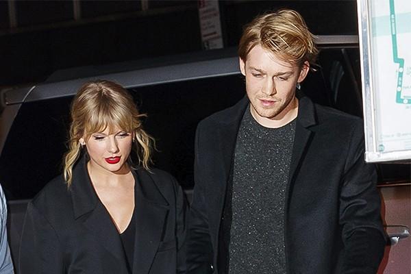 Família de Joe Alwyn se recusa a negar casamento com Taylor Swift e rumores aumentam - Monet | Celebridades