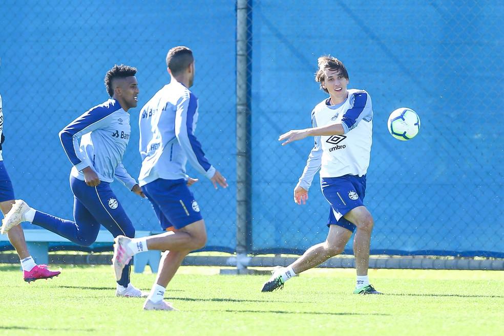 Cortez e Pedro Geromel devem estar em campo pelo Grêmio — Foto: Lucas Uebel/Grêmio