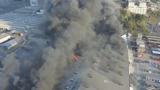 Fábrica de Caxias do Sul avalia prejuízos após incêndio em setor de plásticos