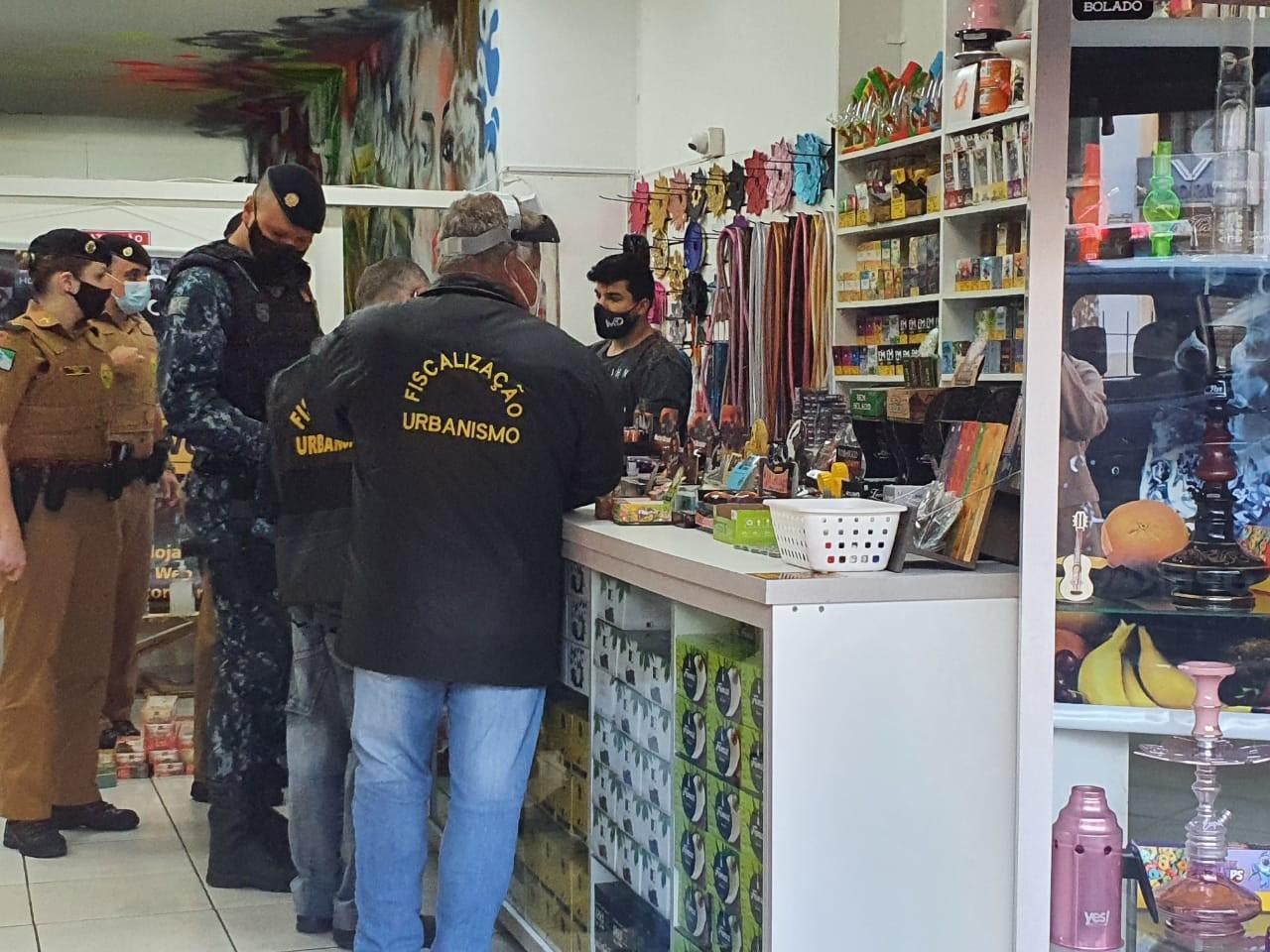 Dono de tabacaria é detido por contrabando durante fiscalização do cumprimento do decreto de prevenção ao novo coronavírus