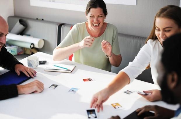 Respeito - colegas - amigos - trabalho em equipe - bem-estar - ambiente de trabalho - reunião - descontração (Foto: Pexels)