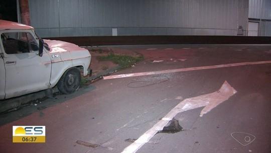 Homem é baleado na perna ao ter carro levado por criminosos em Cariacica, ES
